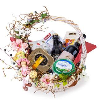 Подарок для женщины ввиде подарочной корзины, подарок на 8 марта, корзина чайная в подарок с доставкой по Москве, женская корзина