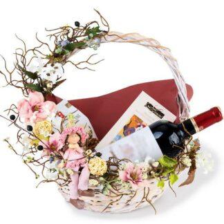Женская корзина в подарок, Подарочная корзина для женщины