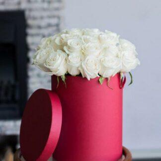 Розы в шляпной коробке, Доставка букетов по Москве, букет на 8 марта, Букет из белых роз, Купить букет, доставка цветов по Москве, Цветы в шляпной коробке, Цветы, Букет из белых роз, Розы в подарок