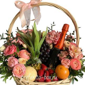 подарочная корзина, доставка цветов москва, цветы москва, цветы и фрукты, фруктовая корзина, цветы в корзине, подарок на юбилей, доставка подарков по москве, подарки москва, пионовидные розы, корпоративные подарки