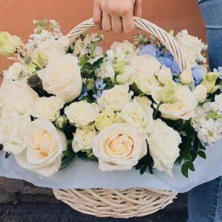 корзина, подарочная корзина, доставка цветов по москве, цветы москва, доставка корзин по москве, букет на 8 марта, цветы в корзине, нежный букет, ваниль, букет для женщины, букет в голубой упаковке, москва цветы, корзина в нежных оттенках, цветы по низкой цене, цветы дешево, цветы в роддом, цветы на выписку, цветы на рождение ребенка, цветы в корзине