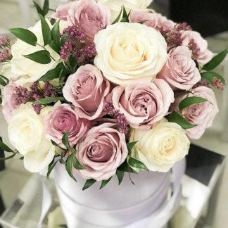 """Букет в шляпной коробке """"Свежесть"""", Цветы в шляпной коробке, Розы купить недорого, Заказать цветы с доставкой по Москве, цветы дешево, Купить розы, Розы в шляпной коробке"""