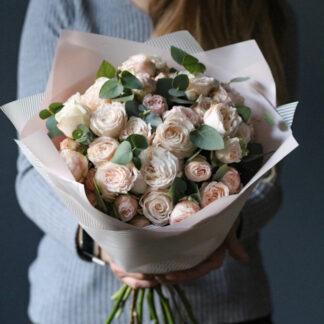 Букет из пионовидных роз Бомбастик с доставкой по Москве, Купить цветы в Москве, Букет из роз