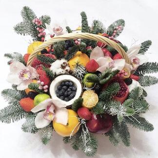 Новогодняя корзина с елкой и фруктами заказать с доставкой по Москве, Подарки на новый год, новогодний букет