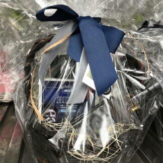 Подарочная корзина для мужчин купить недорого в Москве, доставка подарочных корзин по Москве, купить подарок для мужчины, доставка корзин по Москве, 23 ыевраля подарки, купить мужскую корзину дешево, корпоративные подарки для мужчин в Москве