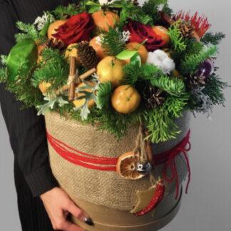 Букет из мандарин и ёлочки купить в Москве, Доставка новогодних букетов по Москве, ёлочный букет в шляпной коробке заказать, недорого букет с мандаринами, Новогодние подарки москва, букет на новый год