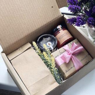 Подарочный набор с чаем и мёдом, Подарочные наборы по низкой цене купить в Москве, Подарки для учителя, подарок для коллеги, корпоративные подарки, недорогие подарочные наборы, корпоративные подарки Москва, Чайные подарки, Доставка подарков по Москве, Цена за подарочный набор, медолюбов, медовый подарок, букет из чая, чайный букет, подарок для женщины на 8 марта