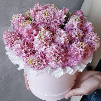 Букет из гиацинтов, Букет в шляпной коробке, Розовый букет, Цветы Москва, Купить букет с доставкой, Доставка цветов недорого, Букет к 8 марта, гиацинты, Розовый букет, букет для девушки, Preferito
