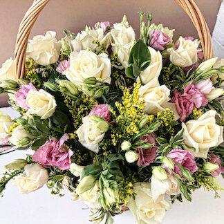 Корзина с цветами недорого купить в Москве, цветочная корзина с розами, Эустома, Розы, розы в корзине, Подарочная корзина к 8 марта, нежный букет в корзине, 8 марта, Цветы на юбилей, Букеты Москва, Доставка цветов дёшево, Цветы Москва, Корзина