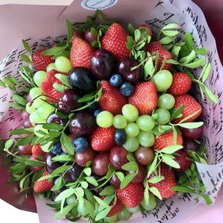 Букет и з ягод, букет из фруктов, Букет из клубники, купить ягодный букет в Москве, Доставка букетов съедобных по Москве, Клубничный букет, Фудбукет