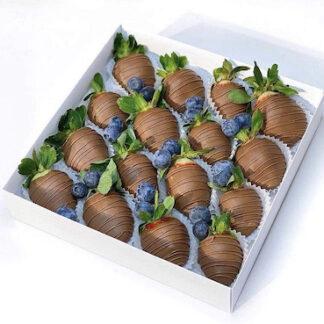 Набор из клубники в шоколаде, черника, клубника в шоколаде купить, коробочка с ягодами купить, доставка ягод по Москве, букет из клубники в шоколаде