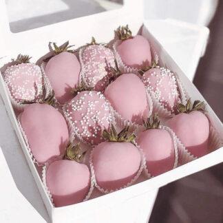 Клубника в шоколаде, Десерт из клубники и шоколада, Коробочка с клубникой в розовом шоколаде