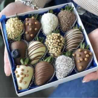 Клубника в шоколаде в подарочной коробочке, купить клубнику в шоколаде с доставкой, Десерт из клубники купить, Подарок для девушки, Букет из клубники в шоколаде