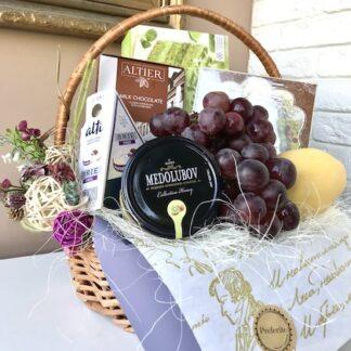 Подарочная корзина для женщины, дёшево, фруктовая корзина, продуктовая корзина, купить подарок для учителя с доставкой, преферито, корпоративные подарки, подарки на 8 марта, подарок для женщины, для коллеги, preferito