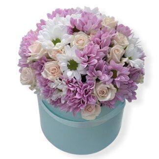 букет из роз и хризантем в шляпной коробке, цветы круглосуточно дёшево, доставка букетов по Москве, Букет на 8 марта купить