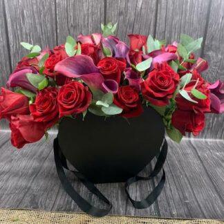 Букет из поз и калл, Букет из каллы, Букет на 14 февраля, Красный букет купить, Букет из красных роз, заказать шикарный букет, Букет на 8 марта, Букет для женщины на юбилей, букет в шляпной коробке, Красный букет в коробке, Преферито, Preferito, Цветы в Москве круглосуточно