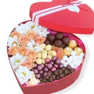 сердце с цветами и конфетами, Подарочный набор в виде сердца с цветами, Подарок на 14 февраля, купить подарок на день валентина, Сердце, Цветы, Доставка подарков по Москве